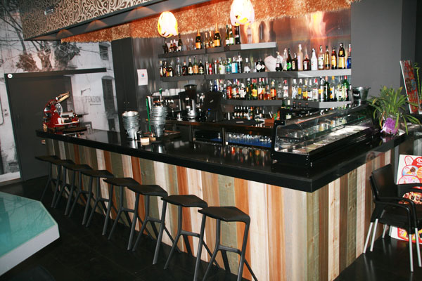 Bars i cafeteries for Barra bar madera
